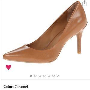 Calvin Klein women's Gayle pump size 7 1/2